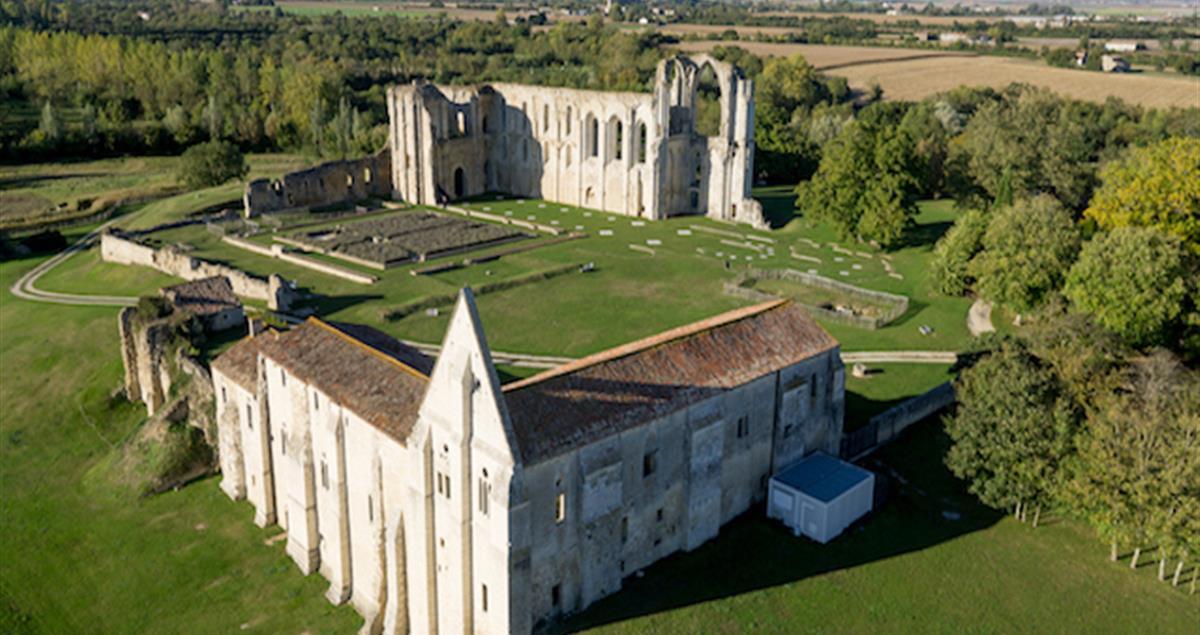 Camping Proche De L 39 Abbaye De Maillezais En Vend E